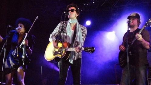 Noche de folk-rock intimista en la capital del mestizaje